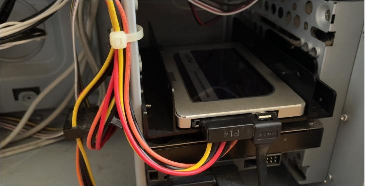 パソコンの3.5インチベイにSSDを固定